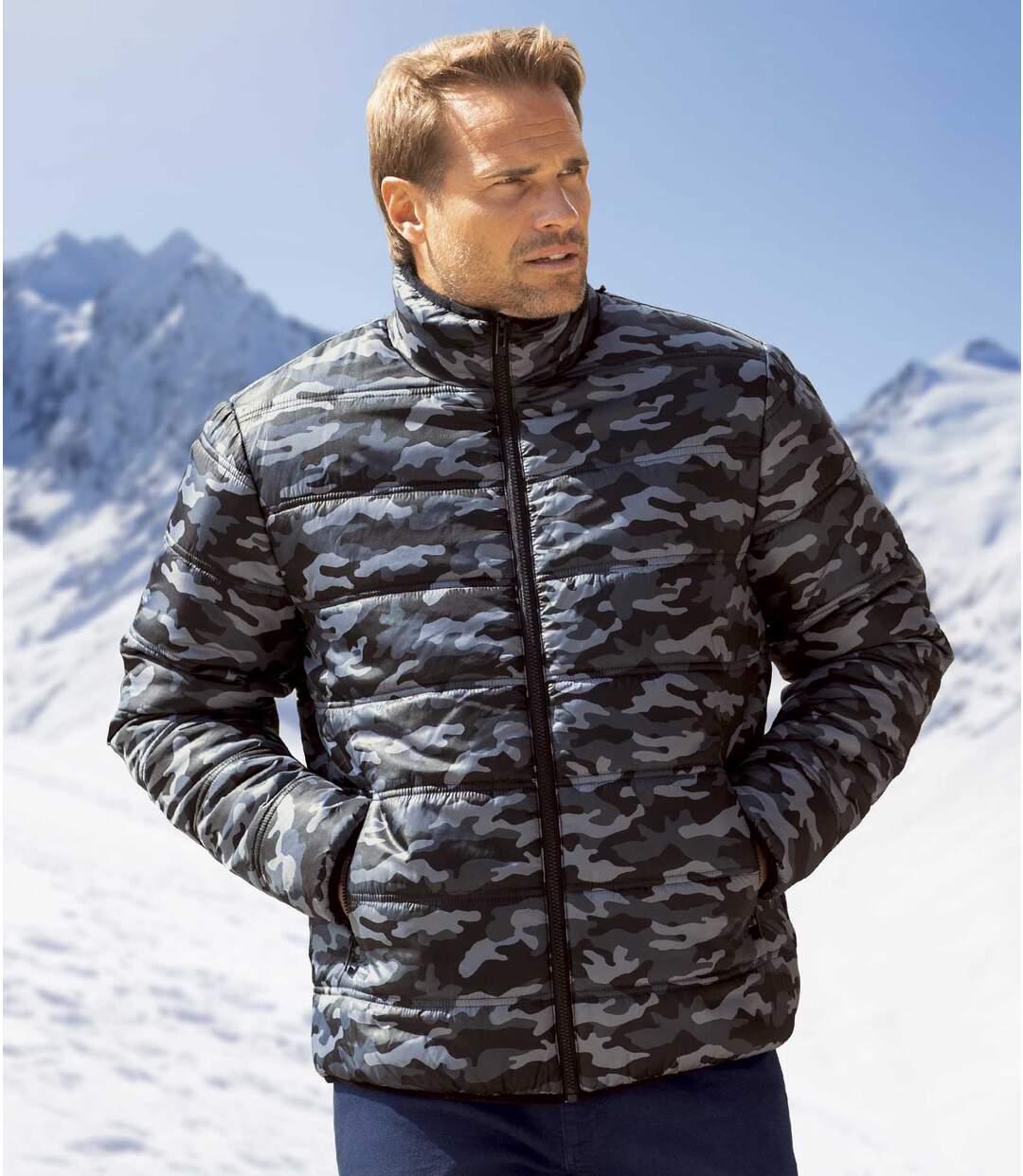 Куртка с Камуфляжным Принтом